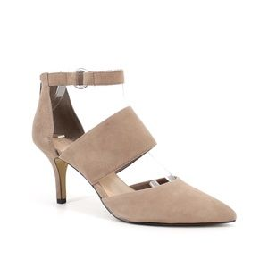 Bella Vita Diana Pointed Toe Ankle Strap Pumps 9